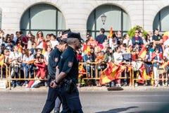 在军队的警察为西班牙的国庆节游行 免版税图库摄影