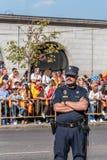 在军队的警察为西班牙的国庆节游行 图库摄影