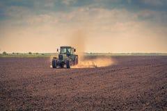 在农业的夏天领域 免版税库存照片