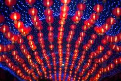 在农历新年庆祝装饰的夜景红色comp灯灯笼中国风格垂悬在泰国 库存图片