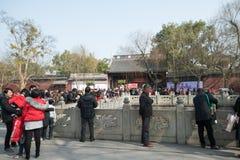 在农历新年辛以后的天nian -在寺庙什么人民 图库摄影