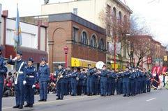 在农历新年期间的军校学生在唐人街温哥华游行 免版税图库摄影