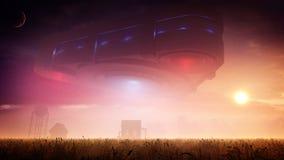 在农场的三角外籍人航天器日落的 免版税图库摄影