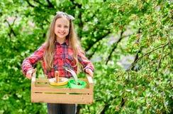 在农场的天 r 植物素食者 r 普遍的庭院关心 检查庭院每日斑点昆虫 免版税图库摄影