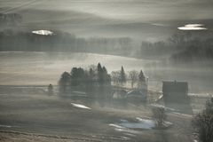 在农场的雾 库存图片