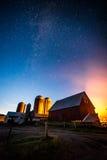 在农场的满天星斗的天空 库存图片