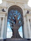 在农夫宫殿的门面的一棵装饰树在市共和国的鞑靼斯坦共和国喀山在俄罗斯 免版税库存照片