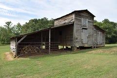 在农村乔治亚流洒的葡萄酒土气谷仓 库存图片