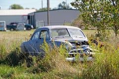 在农村全部的老汽车在Fairland俄克拉何马 免版税库存照片