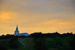 在农村教会的日落 免版税库存照片