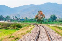 在农村的铁路轨道曲线泰国 库存图片