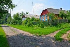在农村街道上的议院 乌克兰 库存图片