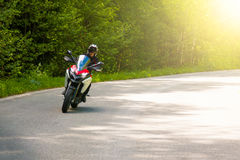 在农村路的摩托车 免版税库存照片
