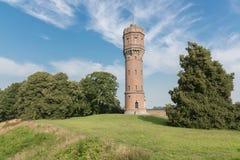 在农村风景的老荷兰水塔 免版税库存图片
