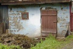 在农舍,特兰西瓦尼亚,罗马尼亚的门 库存图片
