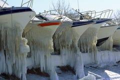 在冬天停车场的游艇 免版税图库摄影