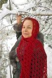 在冬天妇女之下的桦树 免版税库存图片