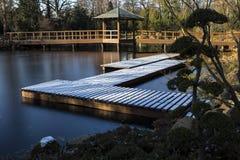 在冬天季节期间的日本庭院在弗罗茨瓦夫,波兰 库存照片