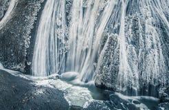 在冬天季节的冰瀑布 免版税库存照片
