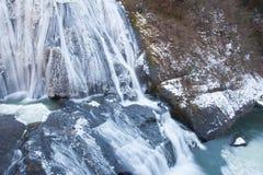 在冬天季节的冰瀑布 库存照片