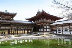 在冬天季节的平等院寺庙,日本 免版税图库摄影