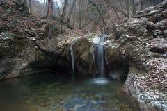 在冬天季节的瀑布 库存图片