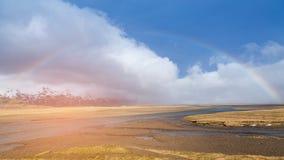 在冬天季节自然风景的彩虹 免版税库存照片
