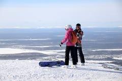 在冬天山的上面的挡雪板 免版税图库摄影