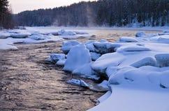 在冬天斋戒无冰的河在清早。 库存照片
