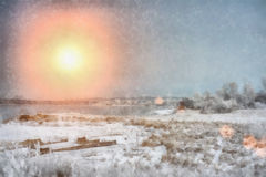 在冬天晚上河的日落在西伯利亚 免版税库存图片