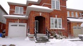 在冬天期间,加拿大房子 股票录像