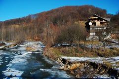 在冬天期间的河 图库摄影