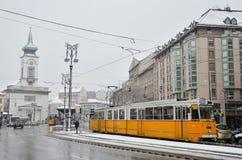 在冬天期间的电车轨道在布达佩斯 库存照片