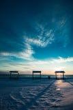 在冬天期间,在海的野餐桌 免版税库存照片