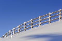 在冬天期间,木封入物 免版税库存照片