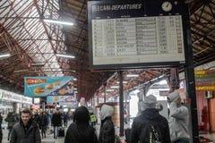 在冬天期间,火车延迟 库存图片