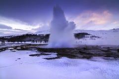 在冬天期间,金黄圈子在冰岛 库存照片