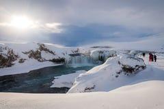 在冬天期间, Godafoss瀑布在冰岛 库存图片