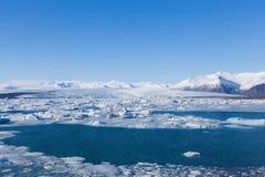 在冬天期间, Jokulsarlon是一个大冰河湖在东南冰岛 免版税库存图片