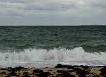 在冬天海景的离开的海滩 免版税库存图片