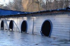 在冬天湖的Drawned船 免版税图库摄影