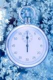 在冬天窗口的秒表 免版税图库摄影