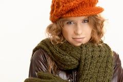 在冬天装饰的可爱的少妇 免版税图库摄影