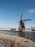 在冬天设置的风车 免版税库存照片