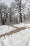 在冬天路的危险双重曲线 库存图片