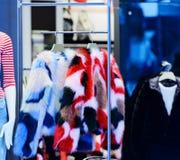 在冬天销售的冬天夹克在衣裳折磨 库存照片