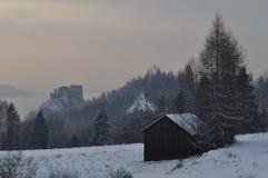 在冬天风景的一个小屋 免版税库存照片