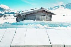 在冬天风景的积雪的桌 免版税库存照片