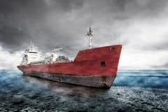 在冬天风景的船 免版税库存图片