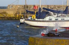 在冬天风暴期间,在他们的停泊的游船在Groomsport怀有 免版税库存照片